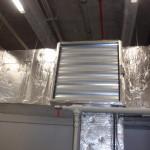 vzduchotechnické potrubí a termostaticky řízená klapka pro zimní/letní provoz